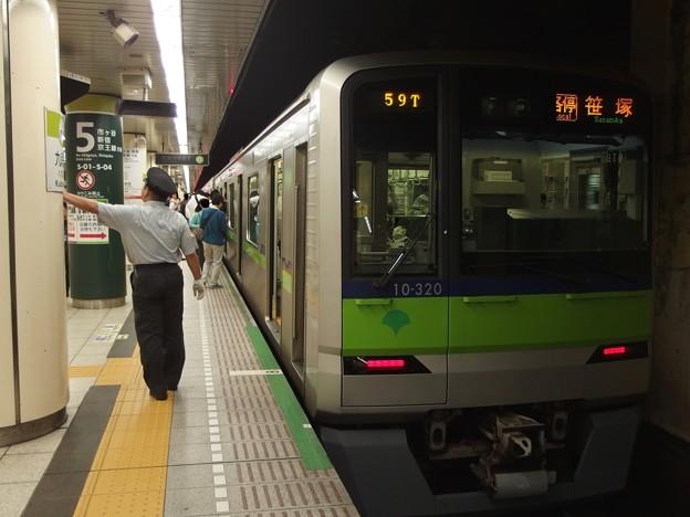 都営新宿線九段下駅5番線 都営10-320F各停笹塚行きベル扱い