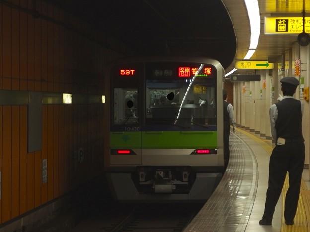 都営新宿線新宿三丁目駅1番線 都営10-430F各停笹塚行き前方確認