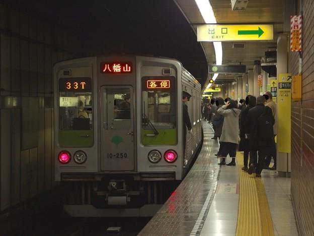 都営新宿線小川町駅3番線 都営10-250F各停八幡山行き停止位置よし