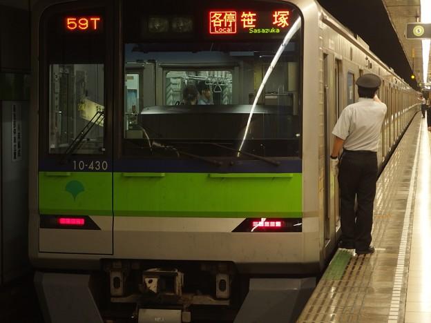 都営新宿線岩本町駅1番線 都営10-430F各停笹塚行き側面よし