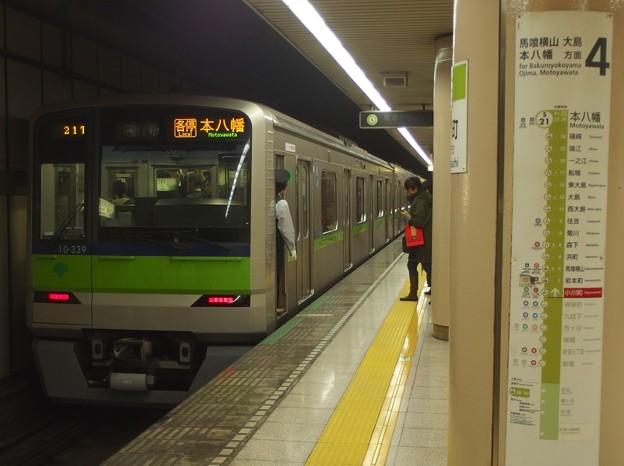 都営新宿線小川町駅4番線 都営10-330F各停本八幡行き停止位置よし