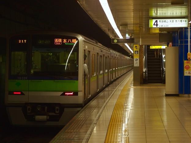都営新宿線岩本町駅4番線 都営10-330F各停本八幡行き前方確認