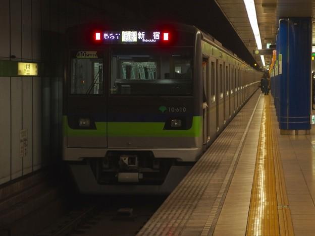 都営新宿線岩本町駅1番線 都営10-610F各停新宿行き前方確認