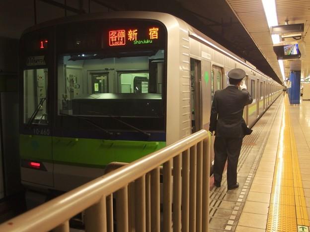 都営新宿線岩本町駅1番線 都営10-460F各停新宿行き側面よし
