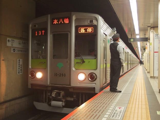 都営新宿線九段下駅6番線 都営10-260F各停本八幡行き客終合図