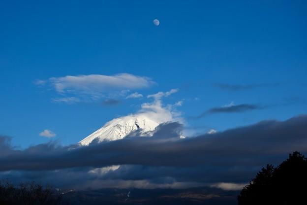 写真: 月と富士 (4)