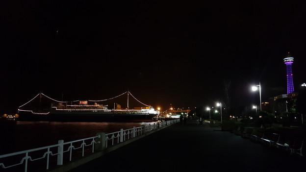 氷川丸とマリンタワー