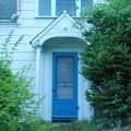 写真: The Blue Door