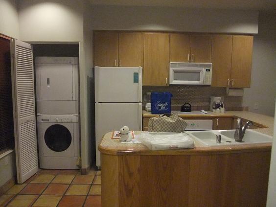 ハワイ島 コナコーストリゾート キッチンと洗濯機