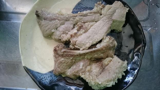 Photos: 豚スペアリブの吉川漬けの蒸し豚。味見。まいうー。今夜は夫は飲んで帰ると言ってたので、肉男のもっちがひとりじめ。これから少し昼寝して、
