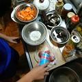 Photos: アキが家庭科の宿題で、夕飯のおかずをつくってくれてる。味噌汁、鶏の唐揚げ、野菜炒め。横についてて教えてるから、休んでられる訳じゃない