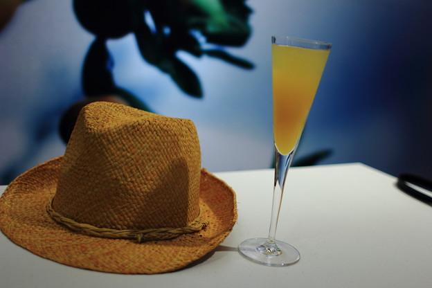 カクテルと帽子