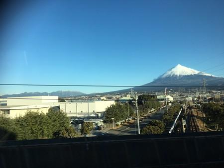 同じ富士山でもマリうみ家から見る富士山とは輪郭や雪の積もり具合とか違うんだよね~