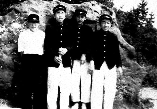 Photos: 観瀾山 太宰碑の前で