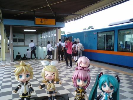 本八戸駅に到達しました(≧▽≦)ゞ リン:「やっと八戸に着いたぁー♪...