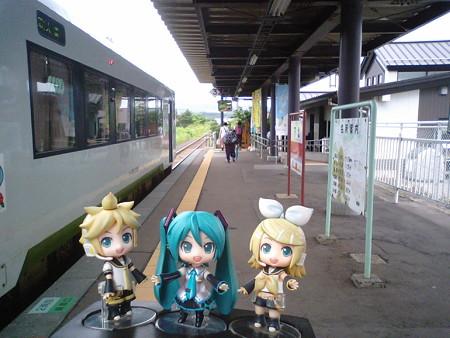 ミク:「下北駅に到着です♪」 レン:「ここからは下北交通のバスだね...