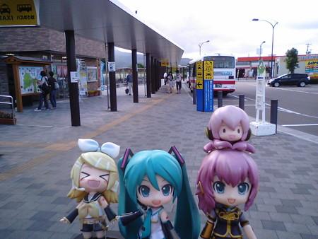 下北駅に戻りました。 リン:「次はリゾートあすなろちゃんだゅ♪」
