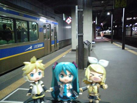 盛岡駅に到着しました。 リン:「おちかれしゃまー♪」 レン:「ちゃ...