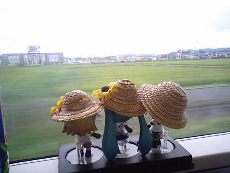 東仙台→岩切間。 レン:「立ち席だけど、窓際のいい所が取れてよか...