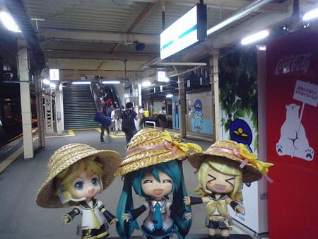 ミク:「青森駅にやっと到着です♪」 リン:「お疲れチャンラーwww...