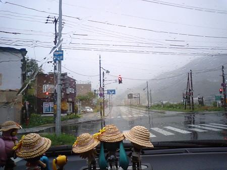 羅臼町市街を通過。国道334号は、いよいよ知床峠に差し掛かります。