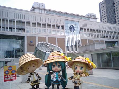 ミク:「札幌駅なうー!!」 リン:「マスター、眠たそうね。今日はこ...