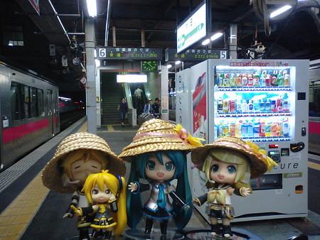 秋田駅に、無事到着しました。 ミク:「長らくの乗車、お疲れ様でし...