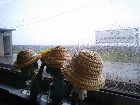 府屋駅に停車。新潟県に入りました。