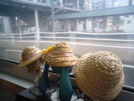 六日町駅に停車、北越急行ほくほく線が合流します。 北陸新幹線が金沢...