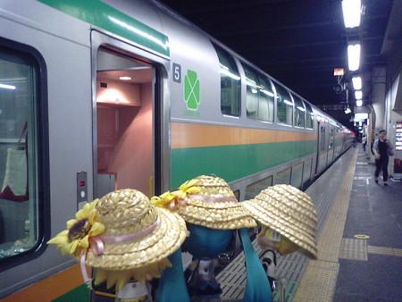 高崎駅に到着。14分の連絡で上野行きに乗り換え。グリーン車でぶろ...