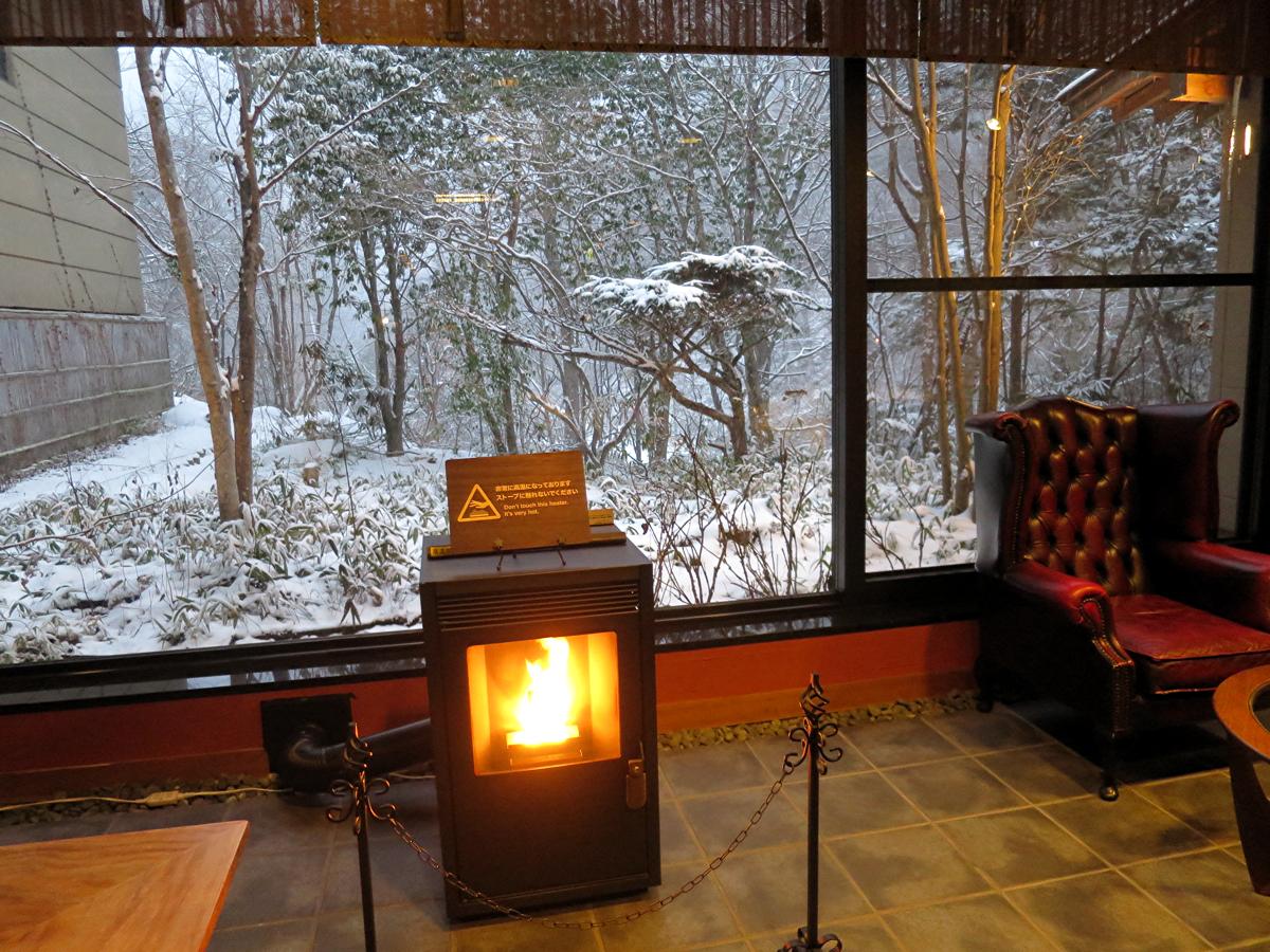 ラウンジの暖炉2