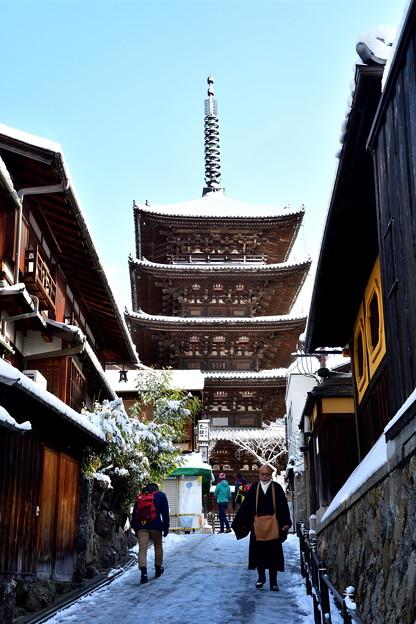 2017_0115_094649 法観寺(八坂の塔)雪化粧