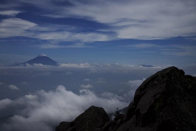 雲に浮かぶ夏富士
