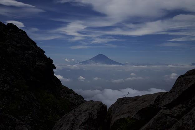 岩間から望む夏富士
