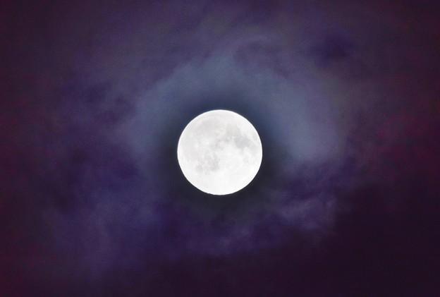 Photos: 雲と満月