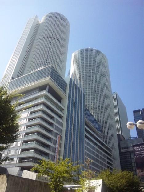今の名古屋駅のシンボルタワーズ。