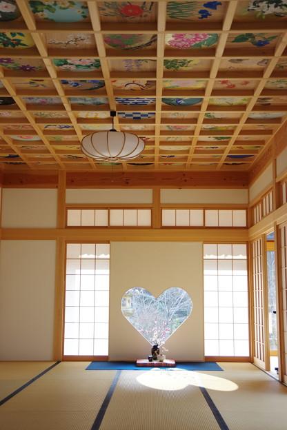 ハート窓と天井画