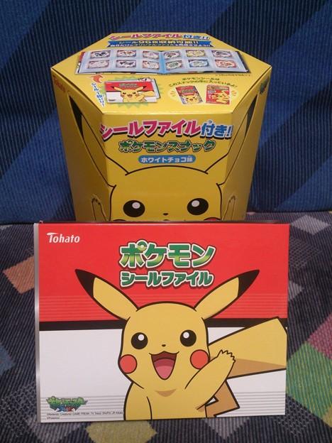 Photos: ポケモンスナック ホワイトチョコ味 シールファイル付き!!