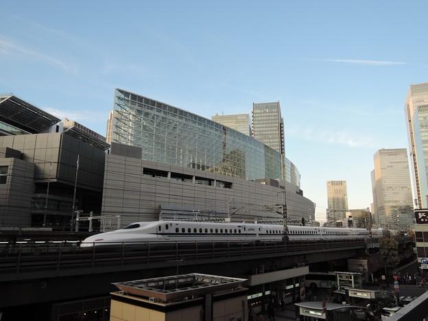 東海道新幹線と東京国際フォーラム