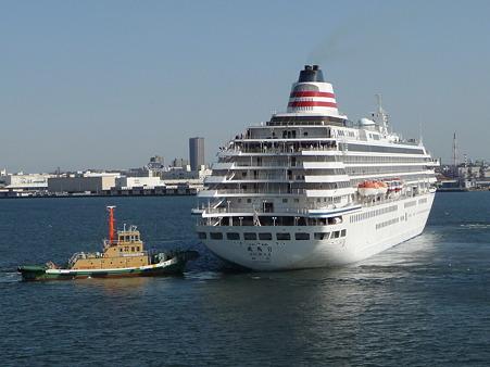 100322-大桟橋 客船2隻 (80)