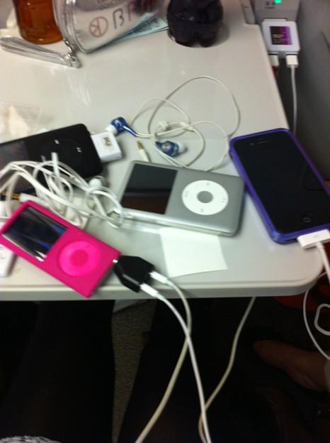 写真 ハイテクな机@iPhoneで撮影ゎら
