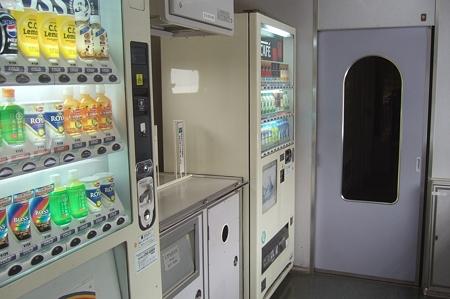AE100形車内 5号車自動販売機