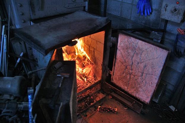 なんと、薪でお湯を沸かしているのであります