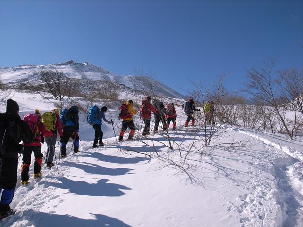 日本の山 雪山講習会 那須茶臼岳 樹林限界を超えると那須連山の絶景が広がります。