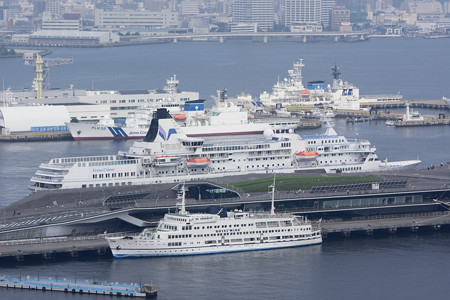 マリンタワーより横浜港を望む -3