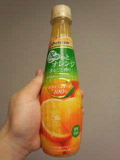 Photos: 【ドリンク感想】『伊藤園ビタミンフルーツぎゅっとオレンジまるごと搾り』を飲む。