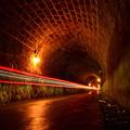 写真: 旧天城隧道を駆ける光