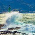 写真: 荒海の陽射し