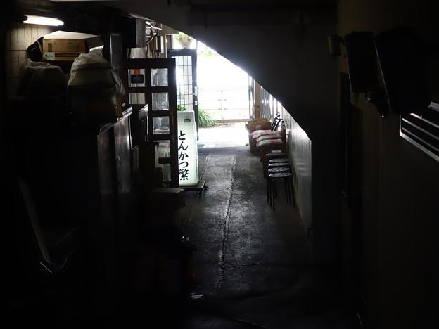 JR ガード下 (千代田区丸の内)