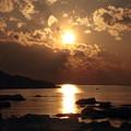 写真: 三角岩と夕日